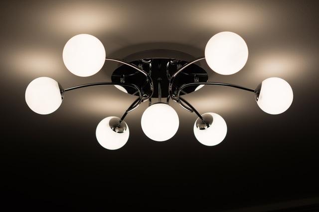 Flush fitting ceiling light via Pexels (CC0 1.0)